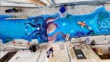 Street art, il mare attraversa il vicolo