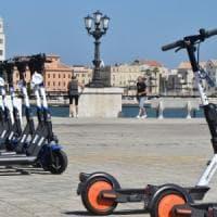 Monopattini elettrici, guida all'uso per le strade di Bari: dove, come e