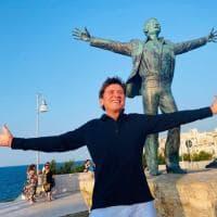 Gianni Morandi come Domenico Modugno: a Polignano l'omaggio a Mister Volare