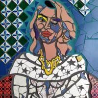 Mostre, mosaici di donna: le opere di Deoro nella galleria Cattedrale a Conversano
