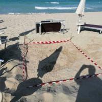 Salento, tartaruga marina fa il nido sulla spiaggia del resort: via gli ombrelloni