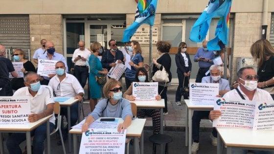 """Scuola, a Bari la protesta dei dirigenti: """"Mancano spazi e docenti, siamo lasciati da soli"""""""
