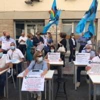 Scuola, a Bari la protesta dei dirigenti: