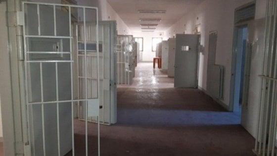 """""""Dammi 500 euro o in carcere avrai guai"""": due detenuti arrestati per tentata estorsione in cella"""