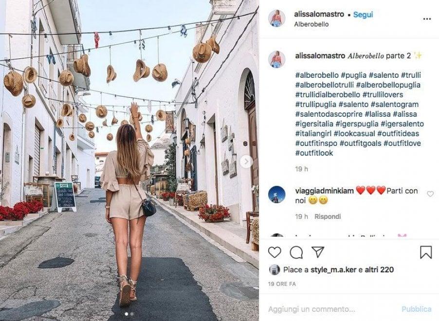 Cappelli per aria, Alberobello stupisce i turisti dei trulli