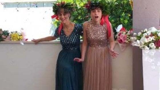 """Cieche dalla nascita, le gemelle Federica e Maria Pia si laureano nello stesso giorno: """"Mai arrendersi"""""""