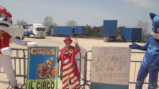 """Tutto il paese adotta il circo bloccato dal Covid: """"Da Crispiano cibo, lavoro e ospitalità per noi artisti"""""""