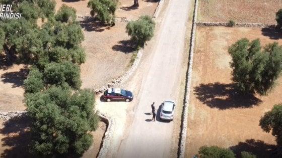 Brindisi, 5 arresti per estorsione: i carabinieri li hanno incastrati fingendo di consegnare 50mila euro