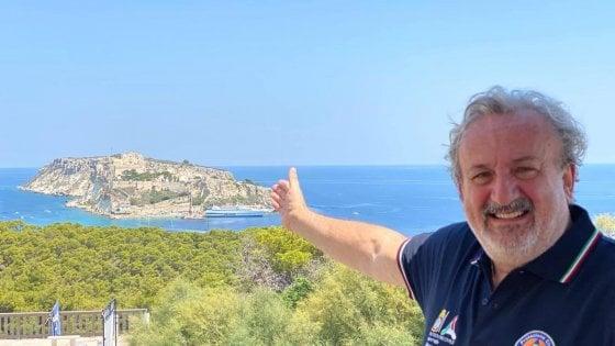 """La Puglia meta preferita per gli italiani ad agosto. Emiliano: """"Stiamo combattendo"""""""