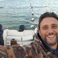 Bari, vigile del fuoco offre giri in barca ai bambini autistici: