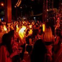 Gallipoli, caos in hotel e sedie lanciate dal balcone dopo l'evento in discoteca: 2 rapper...