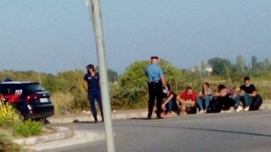 Salento, sbarcati nella notte a Santa Caterina oltre 60 migranti: trasferiti a Otranto per l'identificazione e il tampone