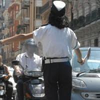 Bari, due ragazze fermate sulla bici elettrica taroccata. Con le mamme aggrediscono