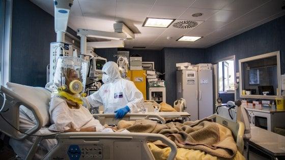 """Coronavirus, a Bari positivi due bambini. Un medico in terapia intensiva. Decaro: """"Il pericolo è tornato"""""""