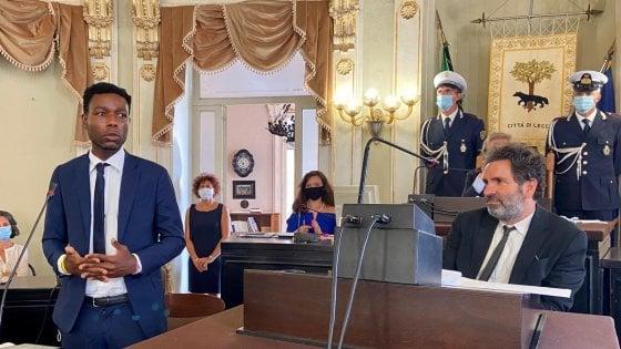 Yvan Sagnet diventa cittadino onorario di Lecce: il centrodestra abbandona l'aula
