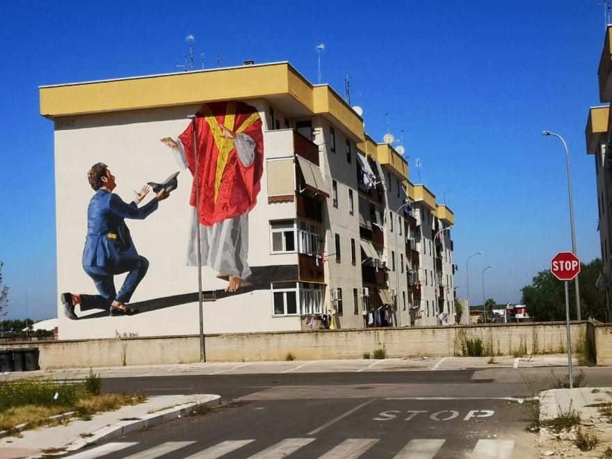 Street art, ad Andria murale dedicato alle periferie in campagna elettorale: il 'De-voto'