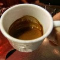 Caffè al banco 23 minuti dopo le 18: la prima multa in base al nuovo Dpcm