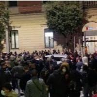 Protesta Dpcm, a Lecce manifestanti forzano cordone della polizia