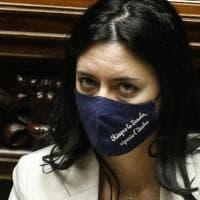 """Scuole chiuse in Puglia, la ministra Azzolina contro Emiliano: """"Pochi contagi, riapra..."""