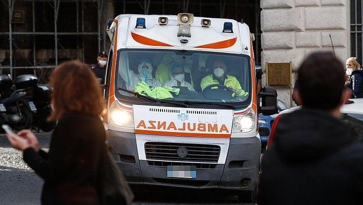 Corso Vittorio Emanuele    40enne tenta il suicidio    salvata dai pompieri