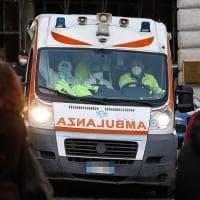 Bari, donna accoltellata in corso Vittorio Emanuele. L'assalitore bloccato dal figlio...