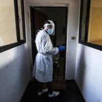 """Covid, madre di 44 anni trovata morta in casa ad Altamura. Il medico del 118: """"Non è mai..."""