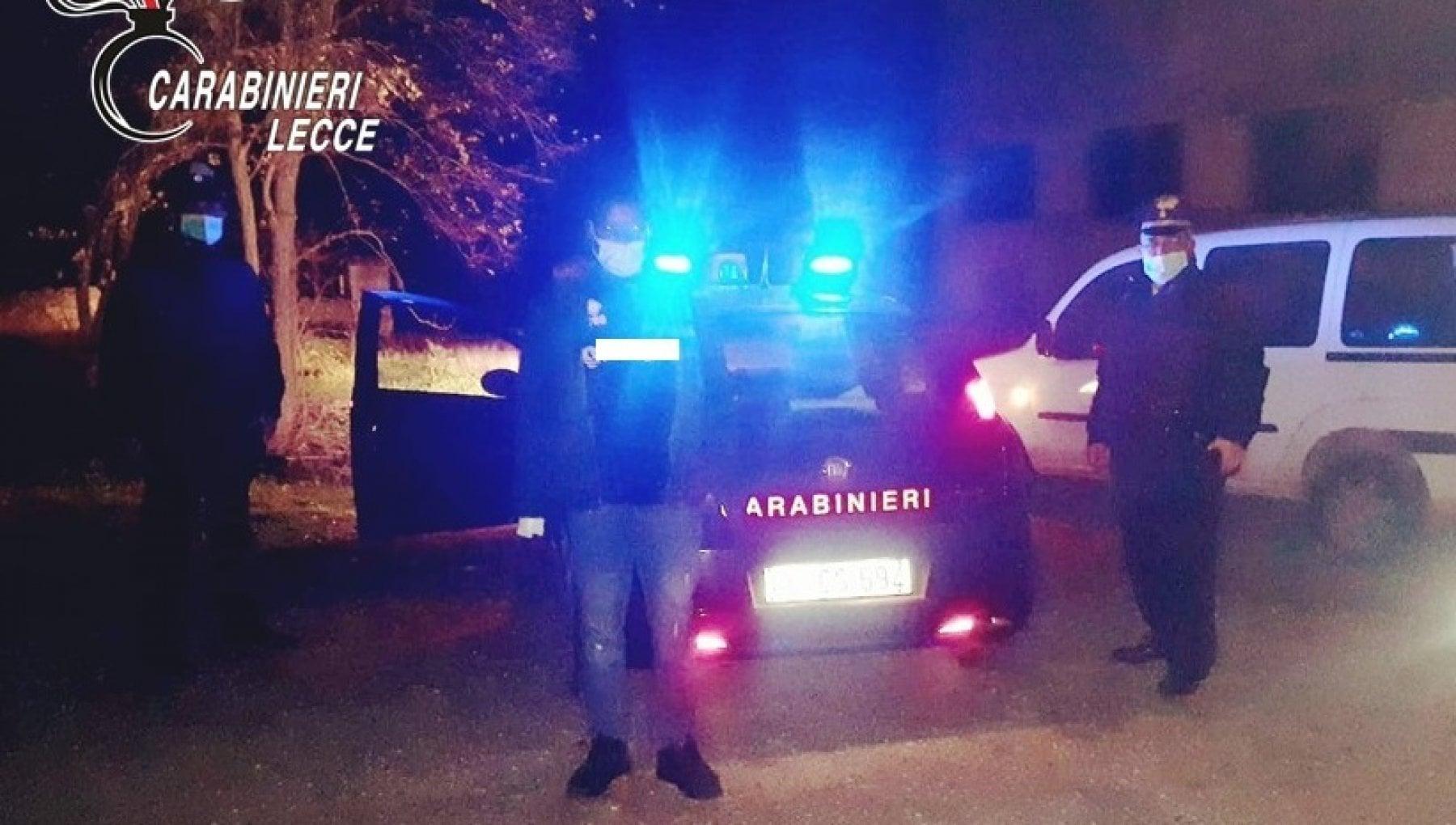 182145202 7b490802 2ffd 4dbd 9e11 8b48550d4743 - Lecce, lo fermano per un controllo e scoprono che è a digiuno: i carabinieri offrono la cena di Natale a un migrante