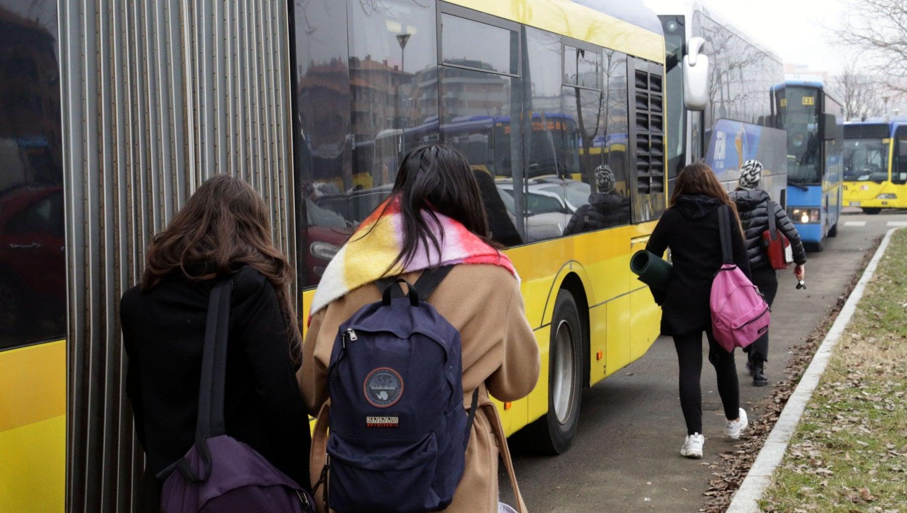 In Puglia riapertura delle scuole superiori verso lo slittamento al primo  febbraio ma senza opzione dad, la richiesta dei sindacati - la Repubblica