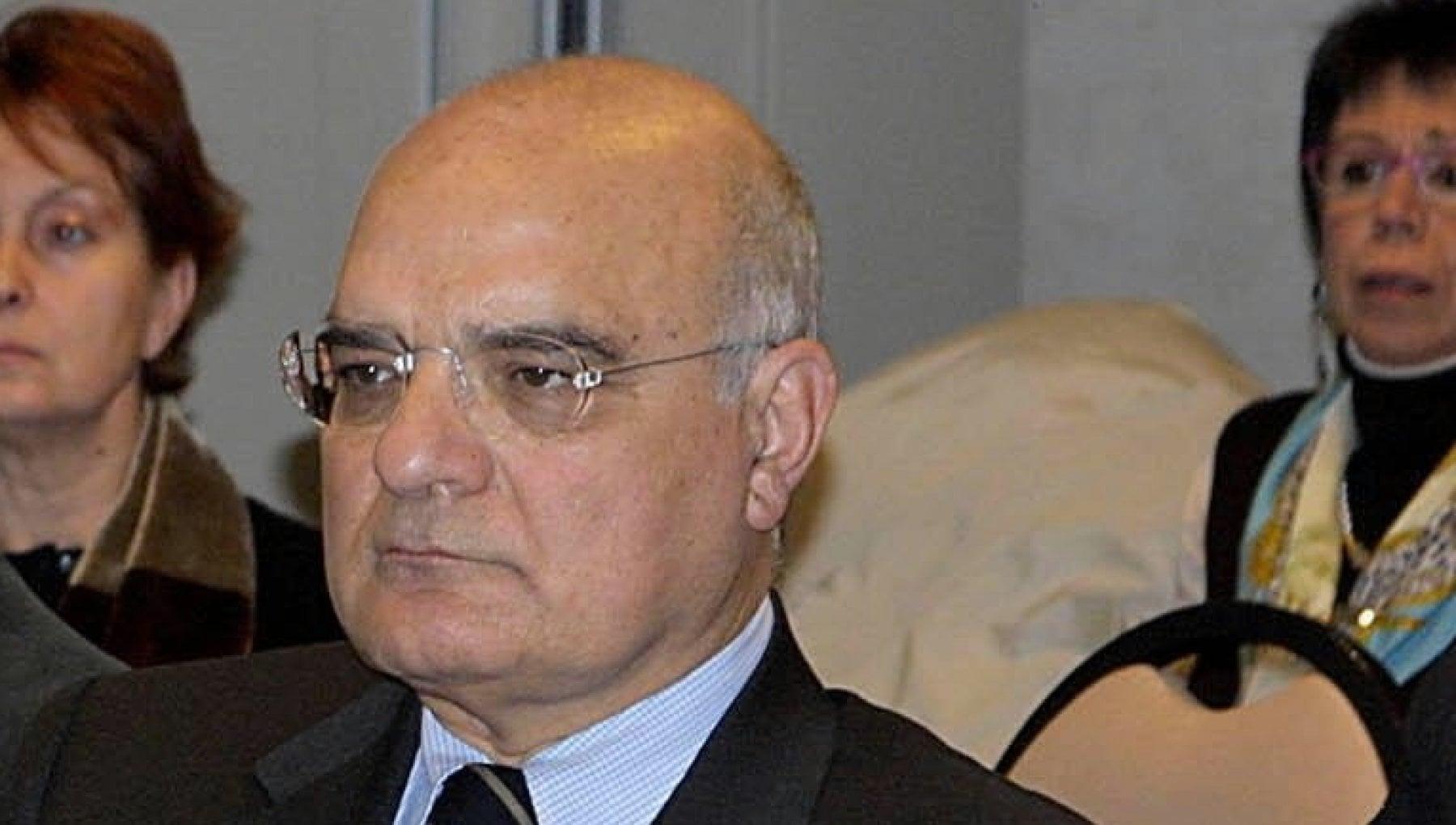 102447657 d60b9298 6392 4b6c b477 a084be2f250b - Giallo sulla morte del professor Schonauer a Trani: alcuni familiari denunciano avvelenamento, al funerale arrivano i carabinieri
