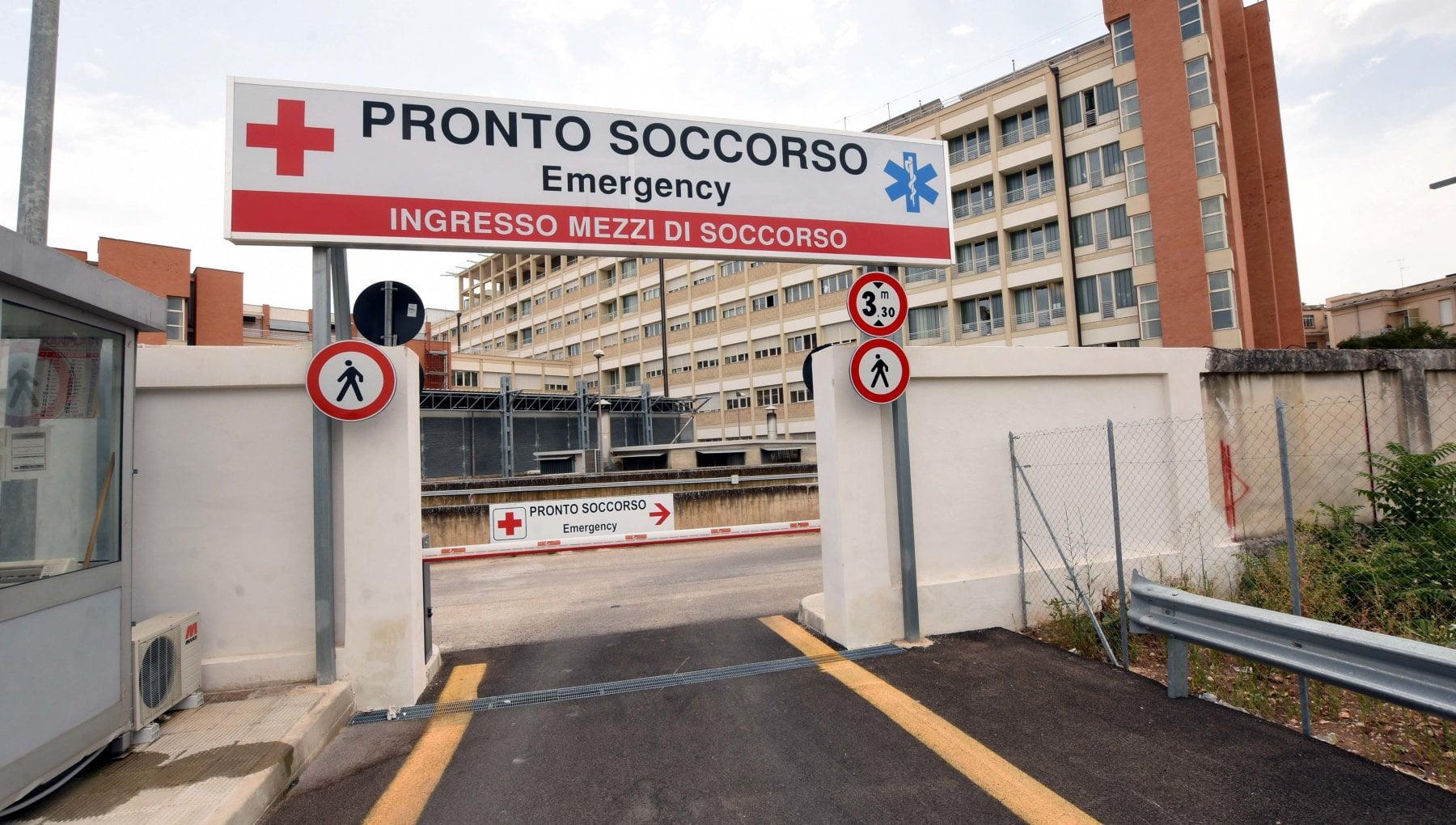 173759553 f5926cf4 7dfe 409e b8dc 8d64de430aea - Al Policlinico di Bari linea telefonica per avere info sui pazienti nel pronto soccorso