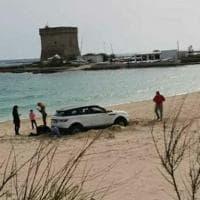 Salento, con il suv dalla Calabria sulla spiaggia protetta di Porto Cesareo: multa da...