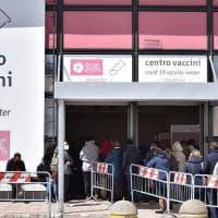 """Vaccini in Puglia, il piano di Lerario: """"Più hub e personale, obiettivo 40mila al giorno...."""