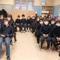 """Meloni contro la gita virtuale a Bari: """"Bambini prigionieri dello schermo"""". La replica:..."""