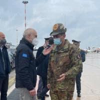 Vaccini, il commissario Figiuolo atterra a Bari: visite in Basilicata e