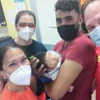 """Foggia, neonato rischia di soffocare: salvato da équipe 118. Il medico: """"Vedere i suoi..."""