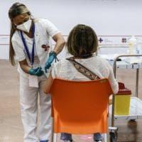 """Covid, in Puglia è caccia ai 459mila non ancora vaccinati: """"A settembre il virus non deve..."""