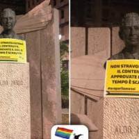Ddl Zan, a Bari l'azione del Queerilla Group: cartelli su busti e statue.