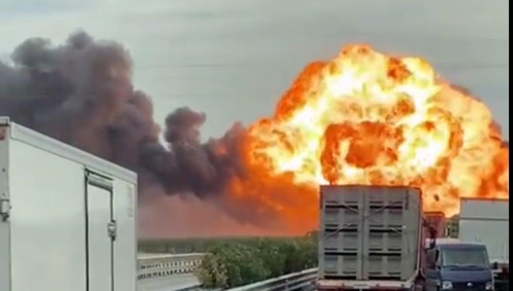 154547386 aa5293f3 2be9 4059 b8e9 593b9f5407c6 - Esplode un'autocisterna sulla Statale Foggia-Candela, vigili del fuoco evitano la strage: un ferito