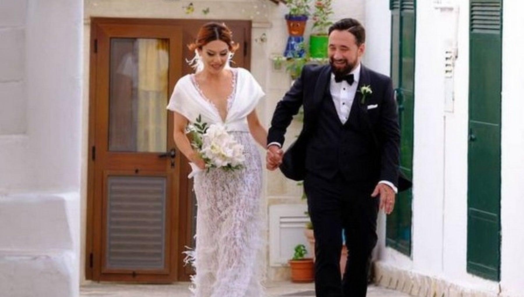Federico Zampaglione e Giglia Marra si sono sposati in Puglia. Serenata  sulle note dei Tiromancino. - la Repubblica