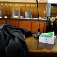 Lecce, coltiva marijuana in casa e finisce sotto processo: il giudice chiede intervento...