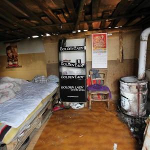Baracche cantine e garage i nuovi poveri vivono cos for Due progetti di garage per auto