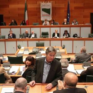 Vasco Errani si dimette: da Delrio a Bonaccini, via alla corsa per il nuovo presidente