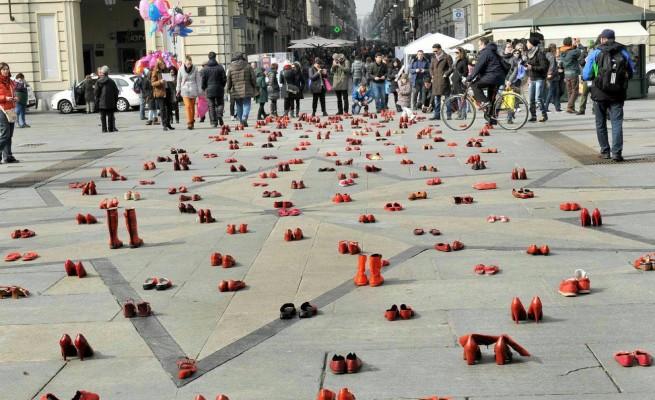 Centri per le donne contro Renzi: mail bombing per i fondi anti-violenza