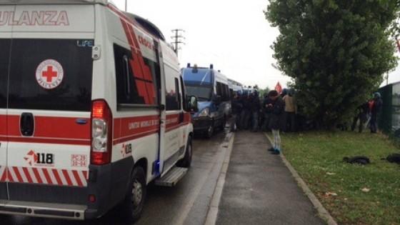 Piacenza, nuovi scontri all'Ikea: tre feriti