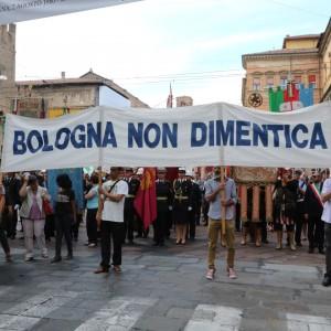 """Due Agosto, la bomba 34 anni fa. Poletti: """"Risarcimenti prima possibile"""". Napolitano: """"Resti vivo anelito alla verità"""""""