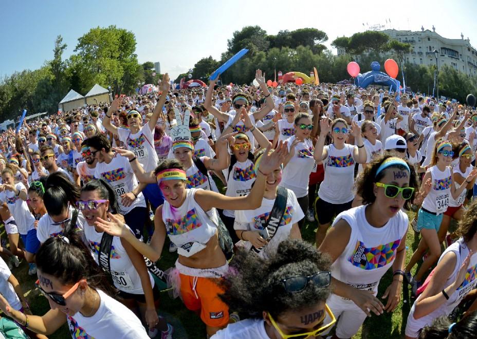 Un'esplosione di colori lunga 5 chilometri: è la Color Run di Rimini