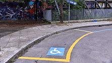 Quel parcheggio curvo per autisti disabili