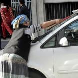 """Forza Italia nel mirino di Sel per la """"caccia"""" ai lavavetri """"La solita triste spazzatura"""""""