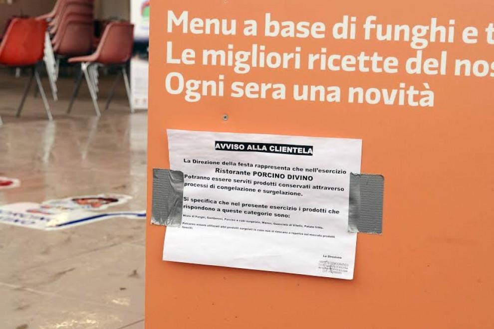"""Festa dell'Unità, dopo i controlli spuntano i cartelli: """"Attenzione, alcuni prodotti sono congelati"""""""