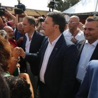 """Bologna, Renzi alla Festa dell'Unità, tra applausi, abbracci e """"patto del tortellino"""""""